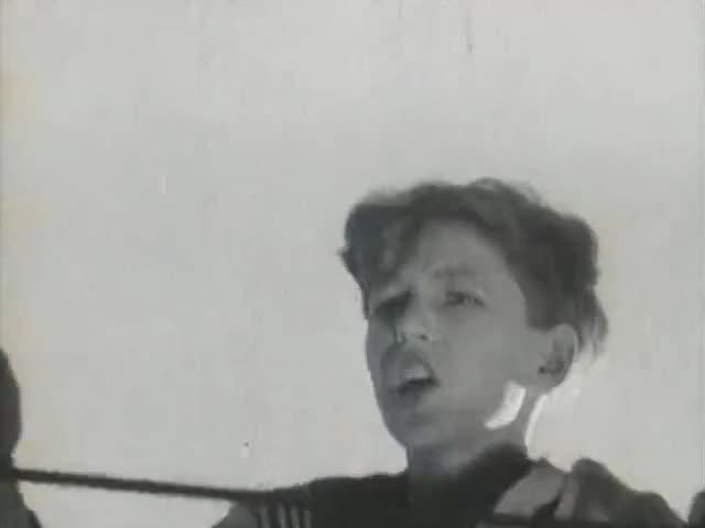 Катя Крашенинникова, Ляля Сатеева (за кадром) Весёлый ветер