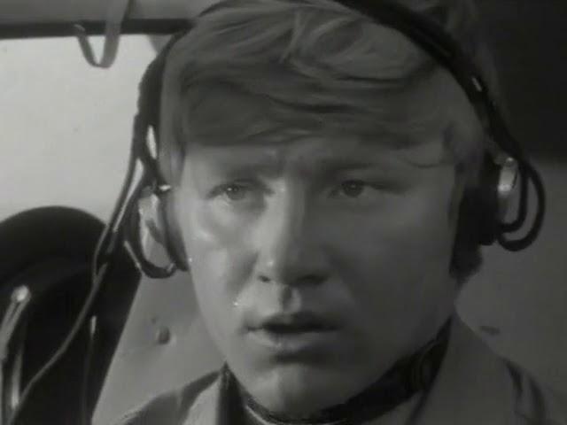 Семён Морозов (за кадром) Пилот не может не летать