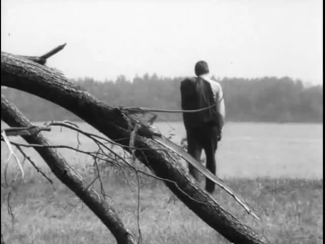 Эдуард Хиль (за кадром) Пусть на земле нельзя жить и не стариться