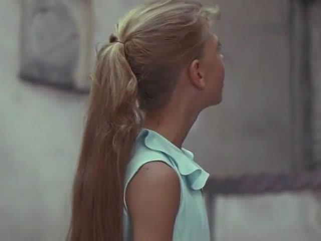 Алла Пугачёва (за кадром) Королевская дочь
