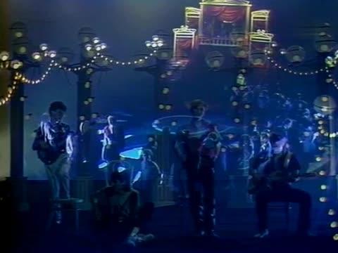 Цветы (Группа Стаса Намина) Цирк стоял на площади